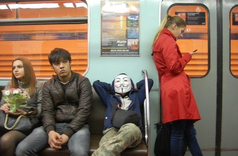 Школьник обманом попал на работу в метро. Он мечтает стать машинистом