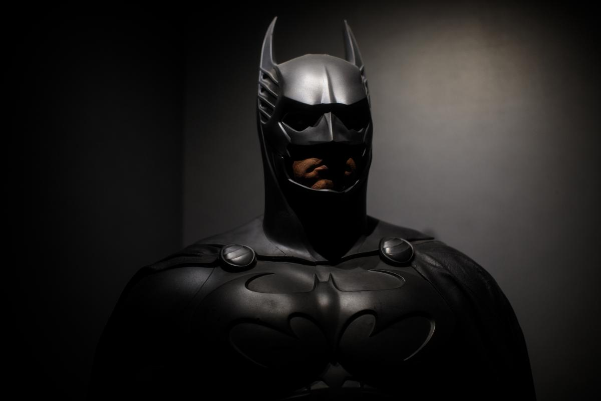 Начались съемки нового «Бэтмена». Нам показали лого фильма?