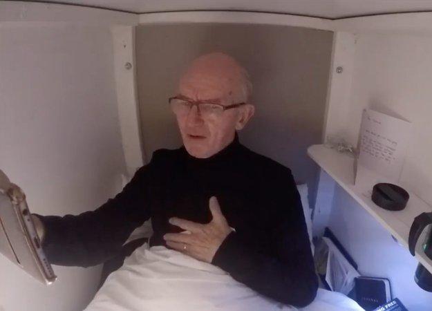 Заживо похороненный британец стримит из гроба!