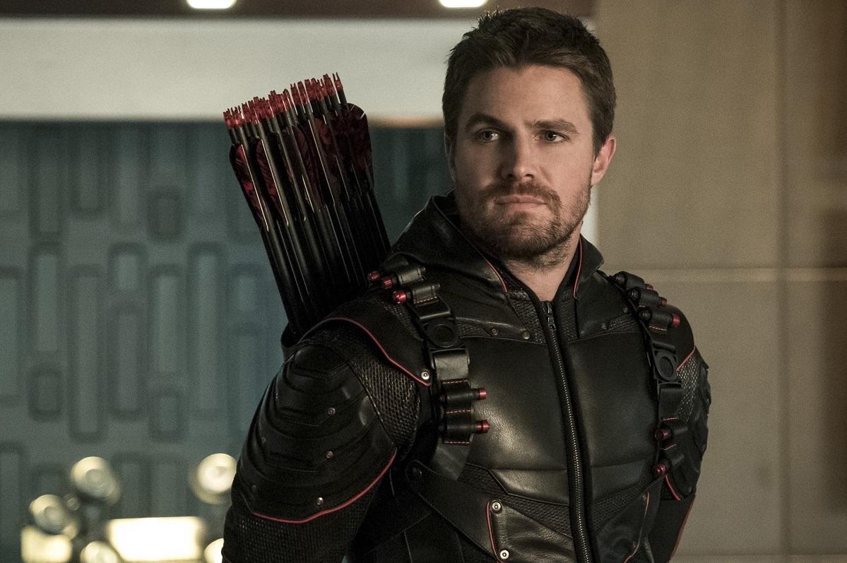 Втрейлере финального сезона «Стрелы» герой готовится спасать вселенную