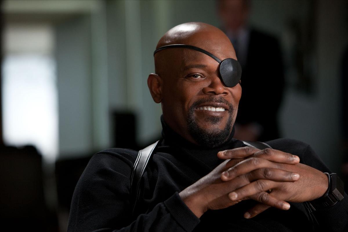 Капитан Марвел дерется сНиком Фьюри наконцепте «Капитана Марвел»