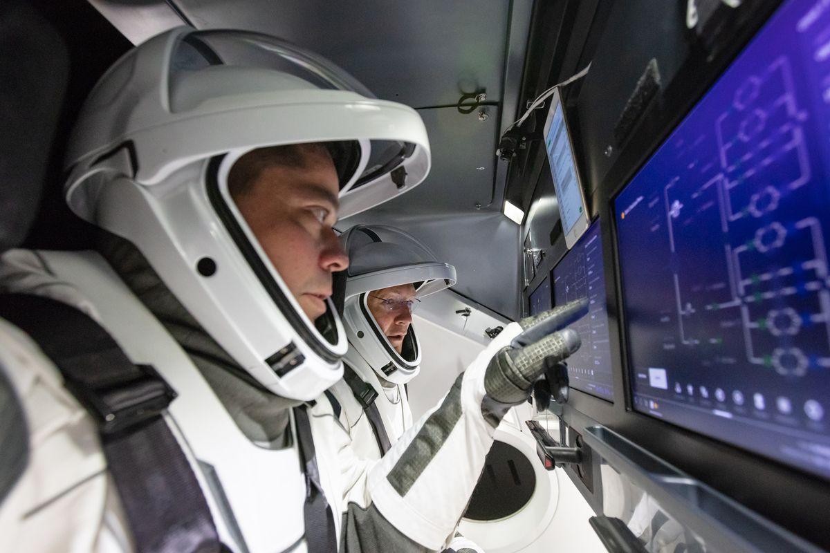 Космический корабль SpaceX Crew Dragon вернулся наЗемлю састронавтами изМКС