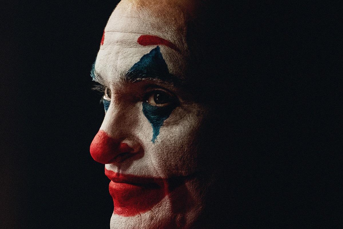 Хоакин Феникс несколько недель отыгрывал образ Джокера, который непопал вфильм