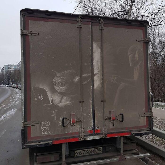 Российский художник делает крутые арты нагрязных грузовиках. Есть Мандалорец иСнежная королева