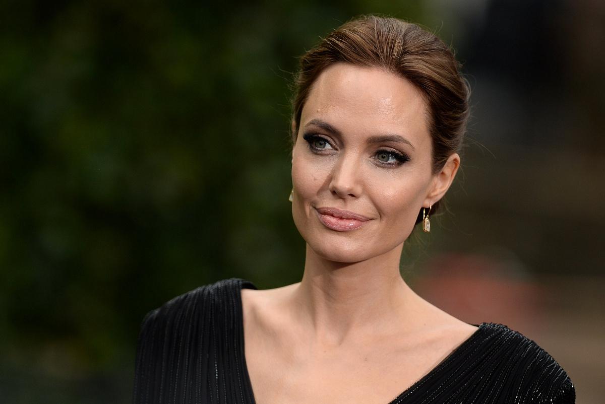 Анджелину Джоли и Ричарда Мэддена эвакуировали со съемок «Вечных» из-за найденной нацистской бомбы
