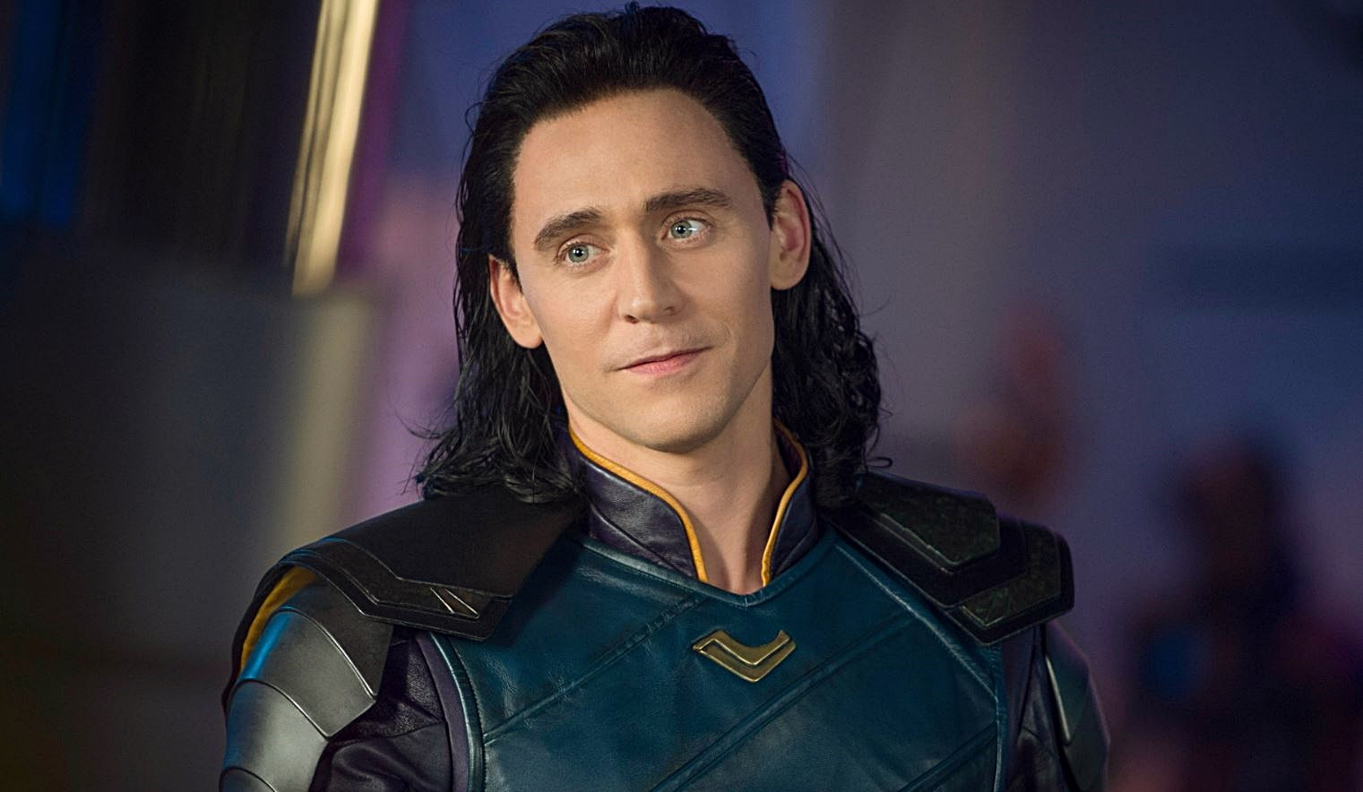 Первые фото Тома Хиддлстона насъемках сериала «Локи»