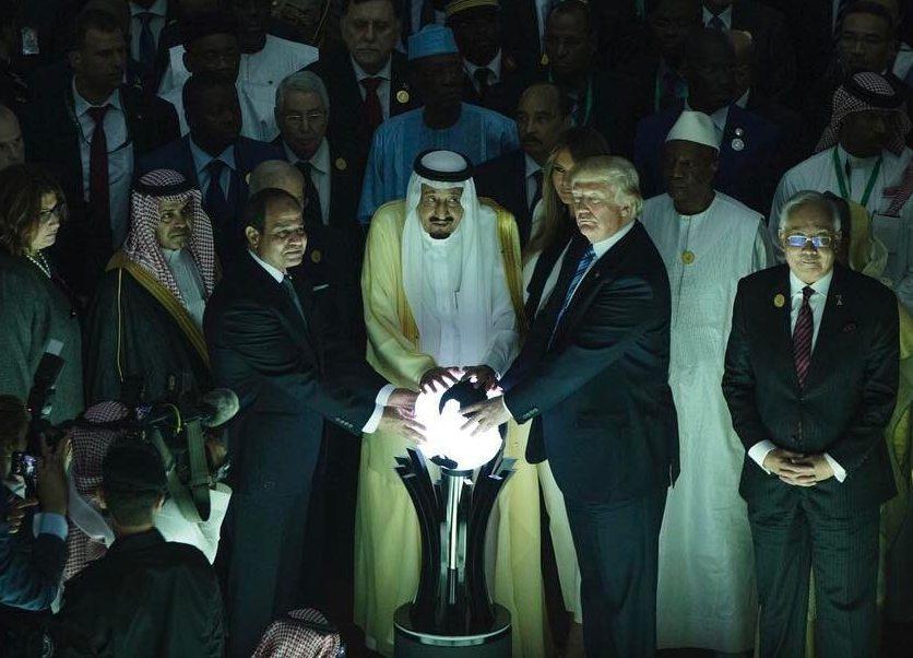«Властелин колец» или DeusEx? Дьявольская церемония сучастием Трампа