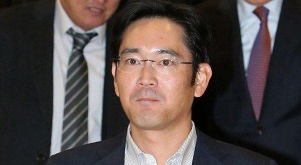 Вице-президента Samsung посадили завзятку президенту Кореи