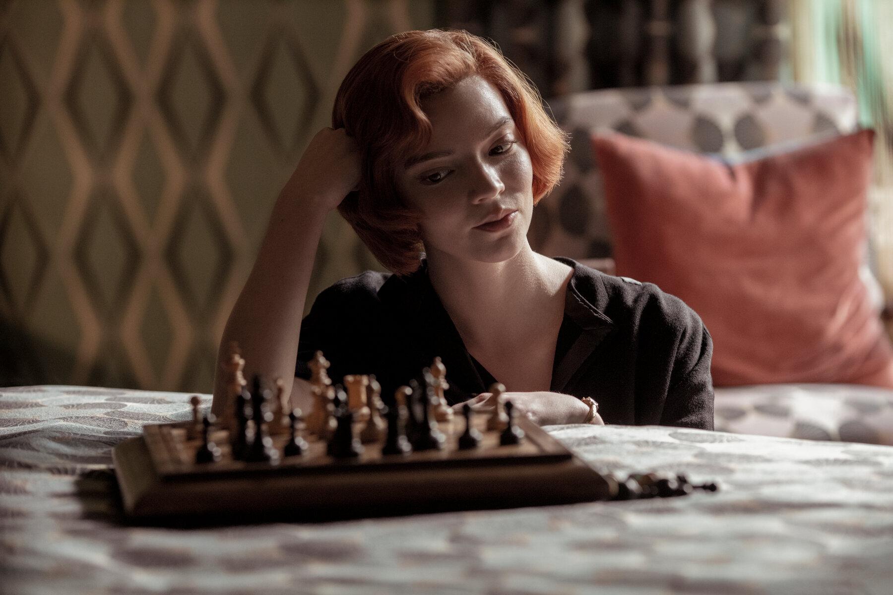 10 лучших сериалов 2020. 2 место. «Ход королевы» — прекрасный сериал, который перевернул мир шахмат