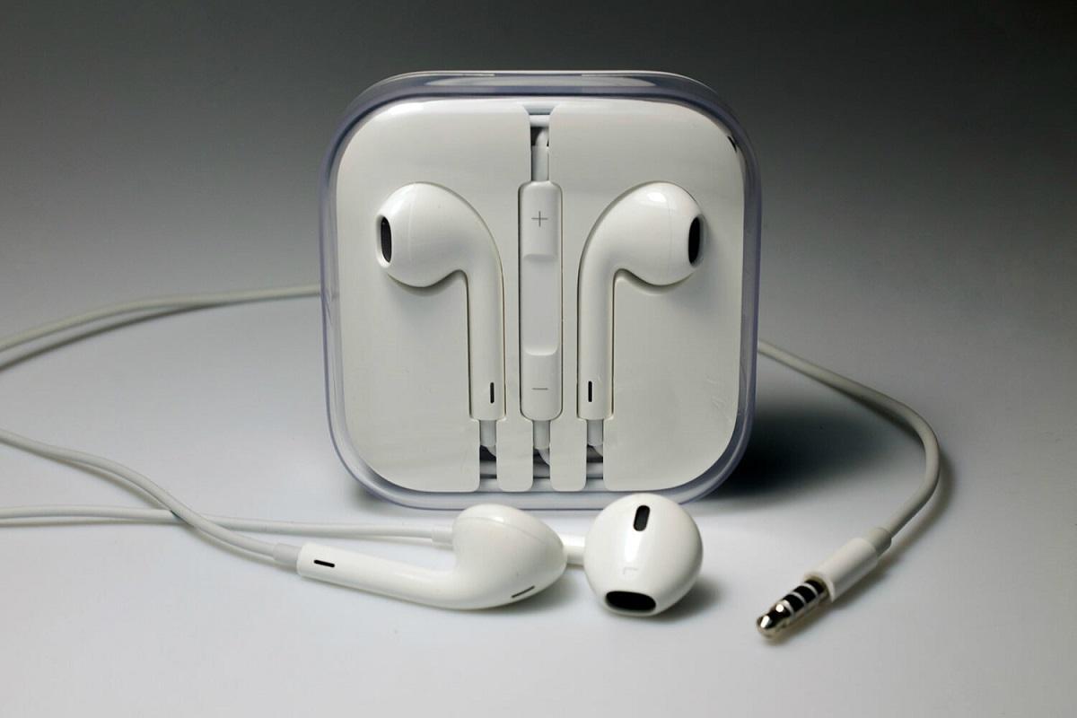 Вкомплект сiPhone 12 могут неположить наушники. Так Apple надеется увеличить продажи AirPods