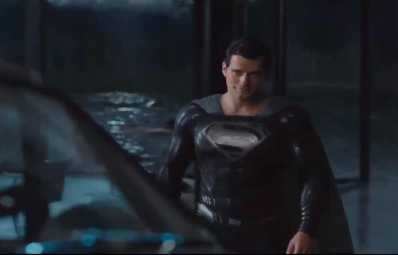 Генри Кавилл в черном. Отрывок режиссерской версии «Лиги справедливости» с новым костюмом Супермена