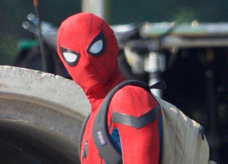 Новые фото «Человека-паука» показали Тома Холланда в полном костюме