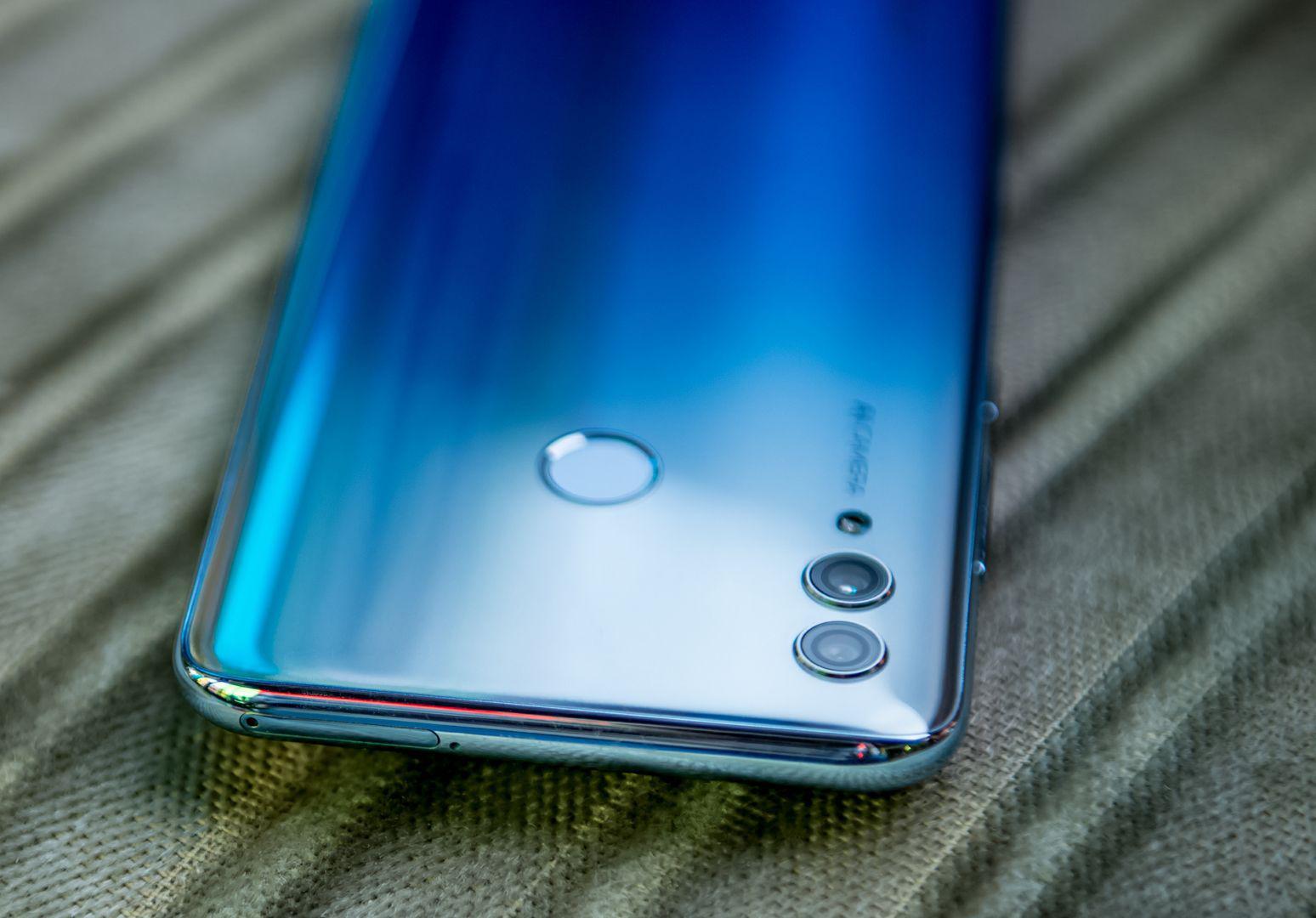 Среди самых популярных смартфонов вРоссии оказались Honor, Samsung иXiaomi