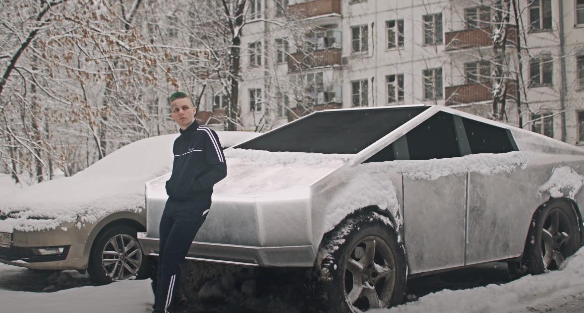 Рейв-музыкант создает ролики в стилистике российского киберпанка. Получается интересно