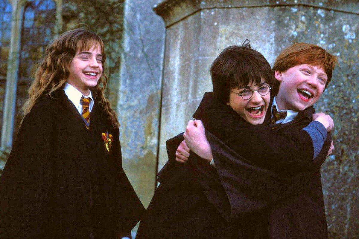 Дэниэл Рэдклифф прочитал главу из«Гарри Поттера». Наочереди Бэкхем, Стивен Фрай идругие