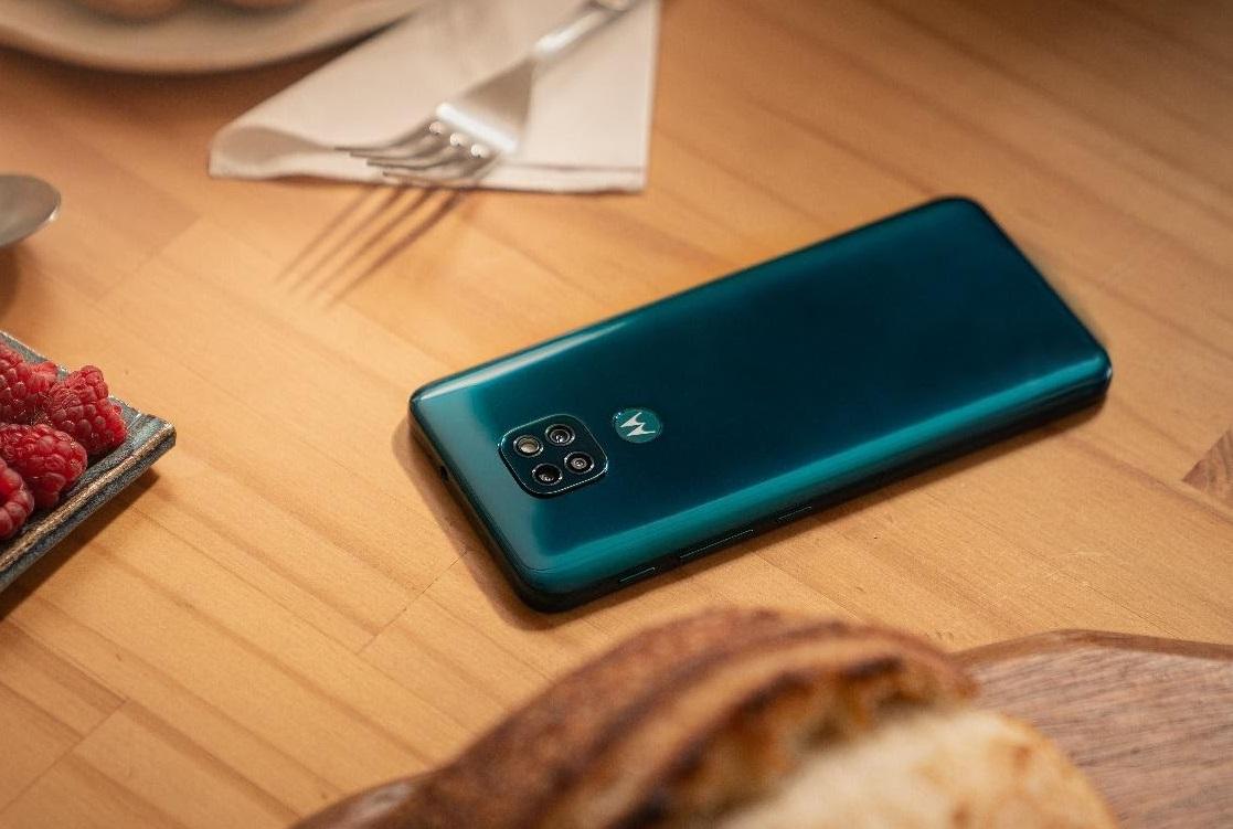 Motorola представила для России имира бюджетный смартфон Moto G9 Play