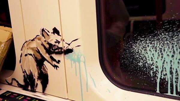 Новую работу Бэнкси уничтожили. Все потому, что вметро Лондона запрещены граффити