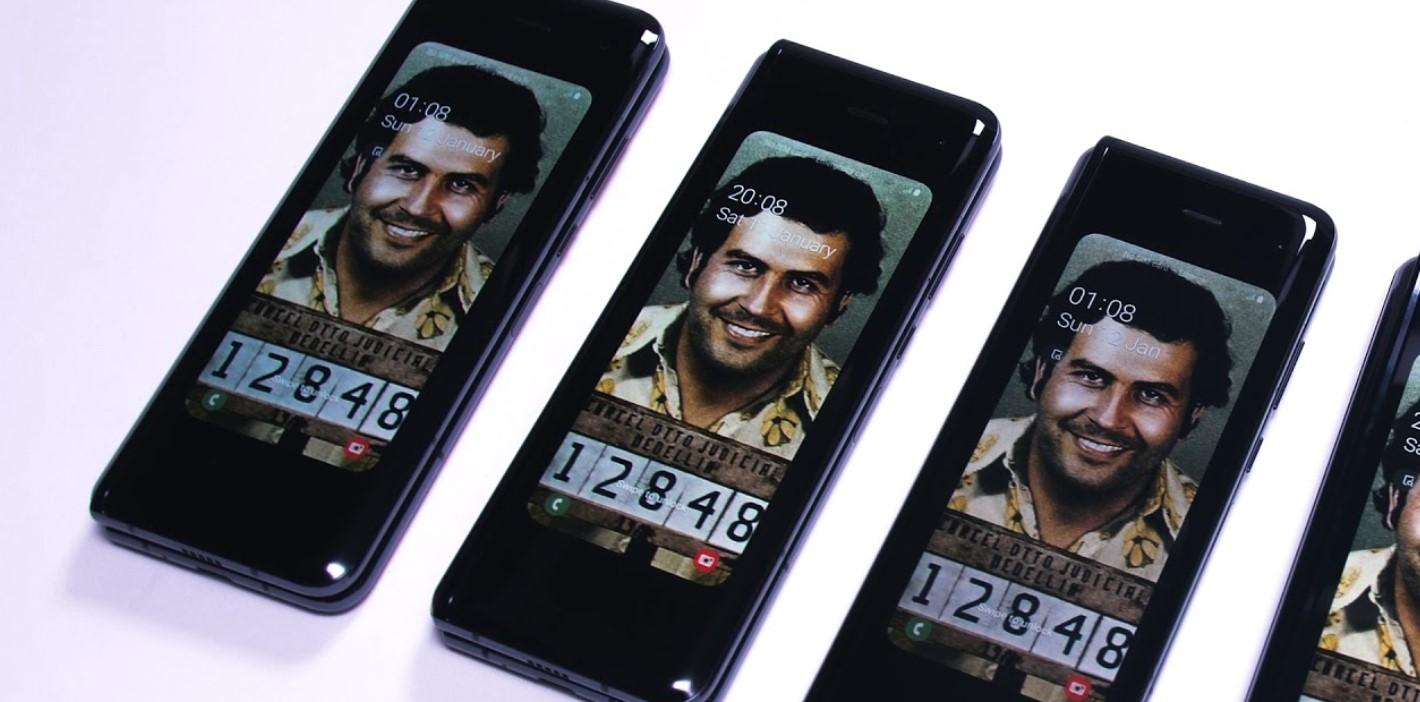 Золотой «убийца» Galaxy Fold. Брат Пабло Эскобара выпустил новый гибкий смартфон