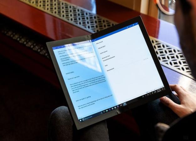 Lenovo показала первый вмире ноутбук соскладным дисплеем