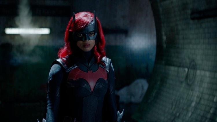 Вышел первый эпизод «Бэтвумен» сновой актрисой. Зрители довольны