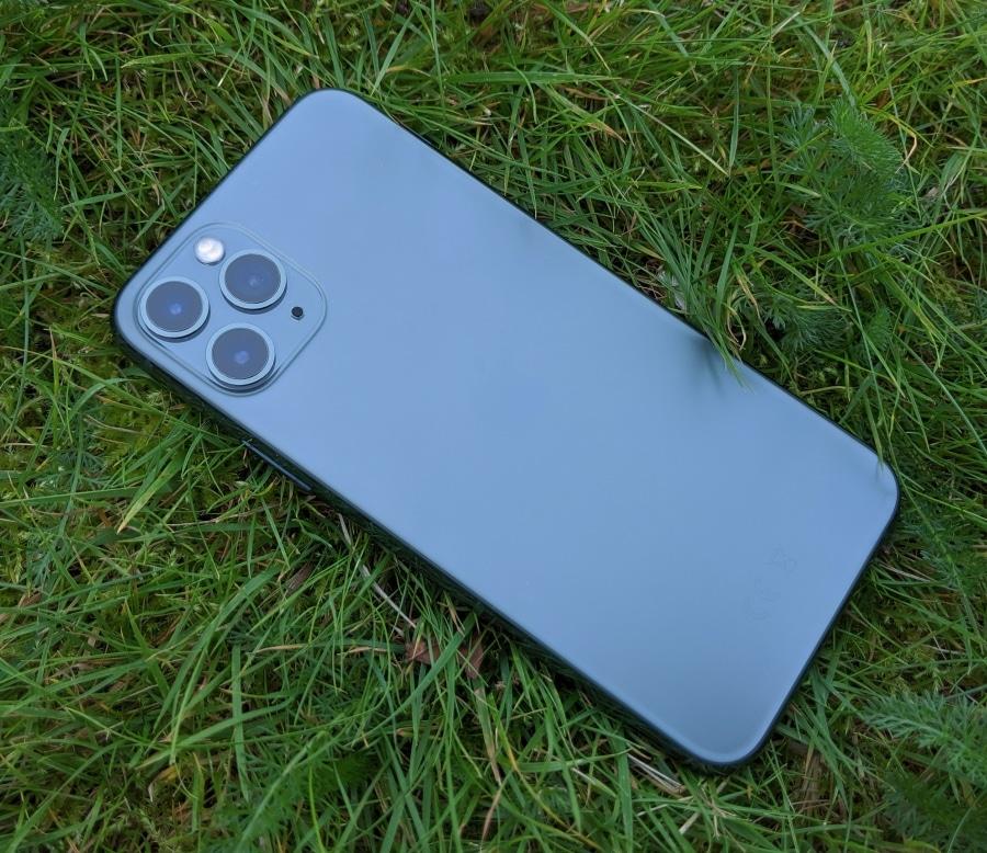 ВiPhone 11 Pro обнаружили опасный уровень радиоизлучения