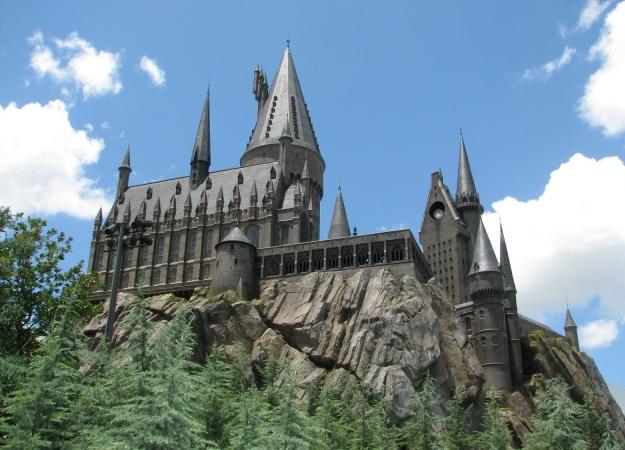 Лучшая школа магии возвращается! Новый ролик сиквела «Фантастических тварей» посвятили Хогвартсу