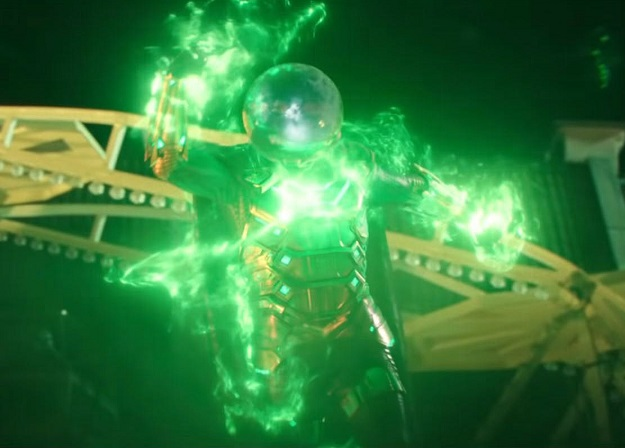 Вначале работ над «Вдали отдома» авторы фильма думали сделать Мистерио инопланетянином