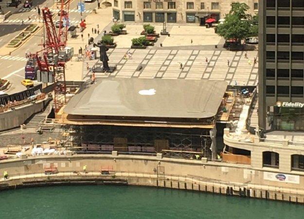 Новый магазин Apple вЧикаго украсили огромным MacBook