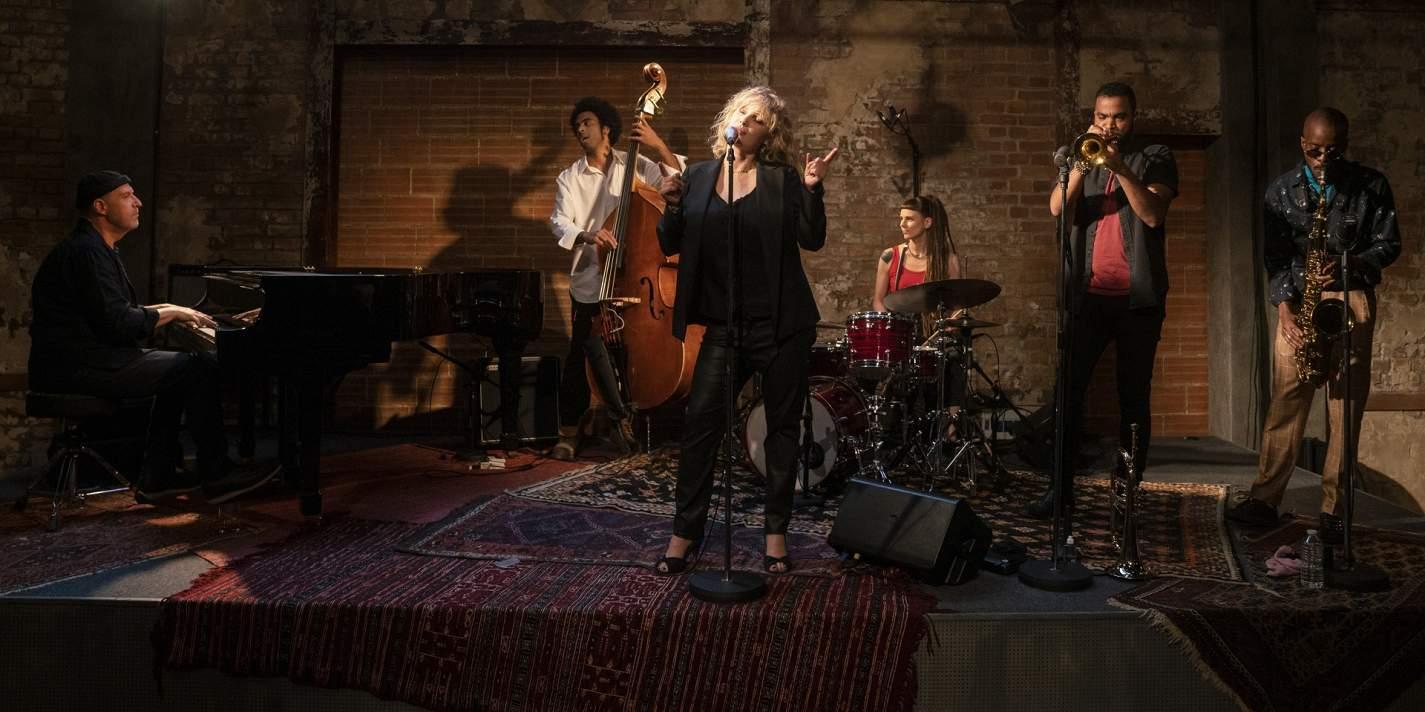 Рецензия на «Водоворот». Парижский криминал и американский джаз в сериале от автора «Ла-Ла Ленда»
