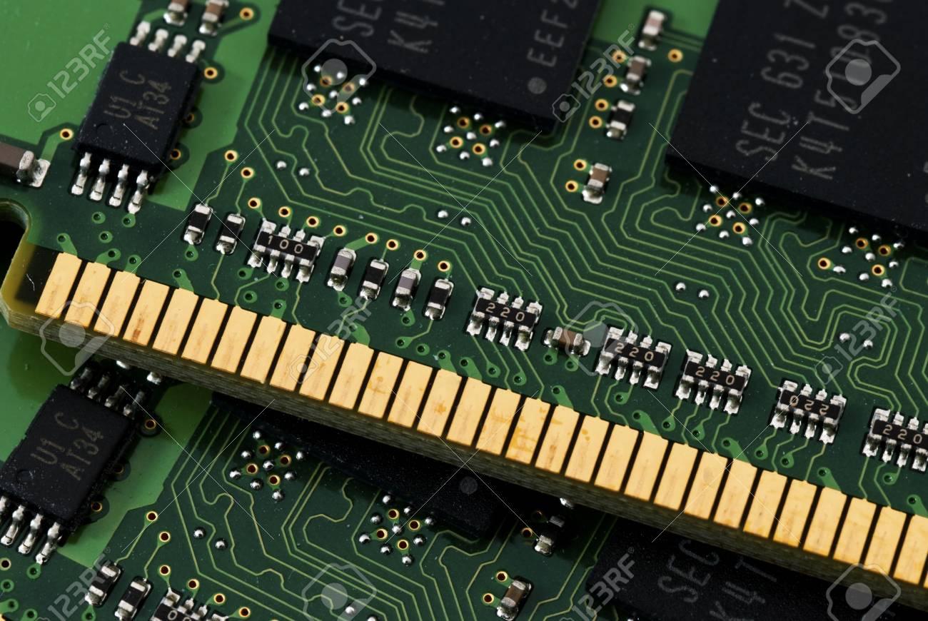 Ученые создали универсальную память спреимуществами оперативной ифлеш-памяти