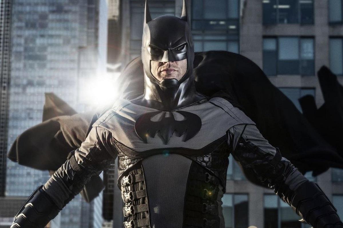 Стивен Амелл из«Стрелы» хотелбы видеть Дженсена Эклса вроли Бэтмена