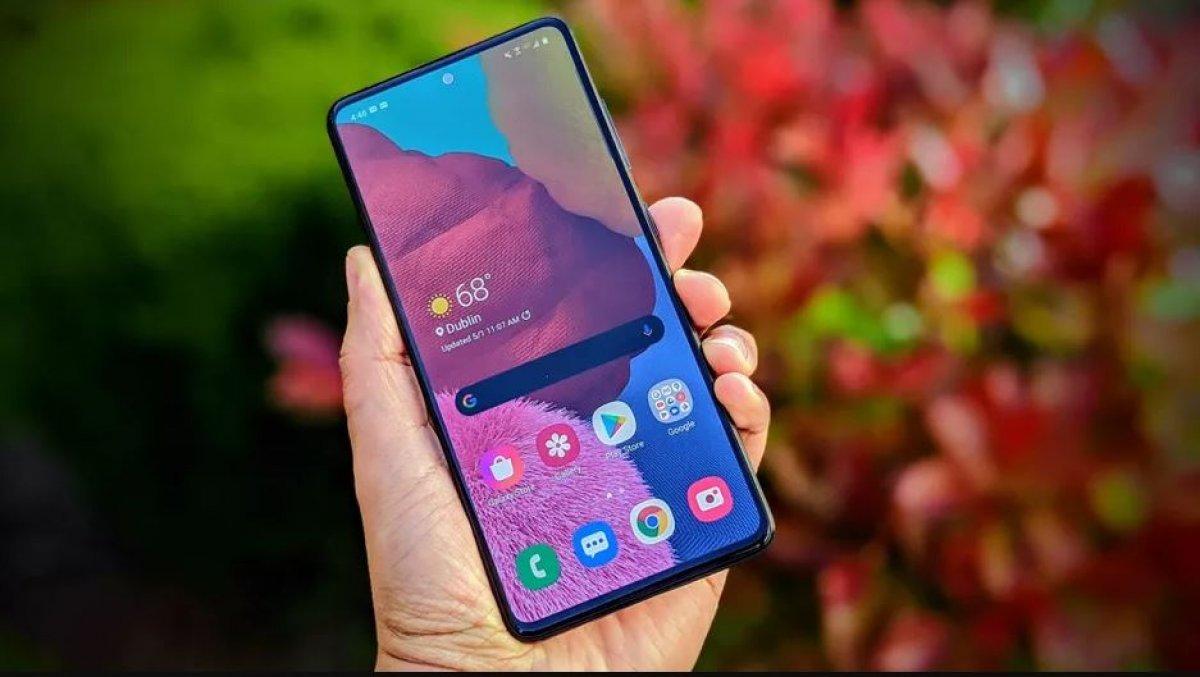 Топ-5 самых продаваемых смартфонов вРоссии замай