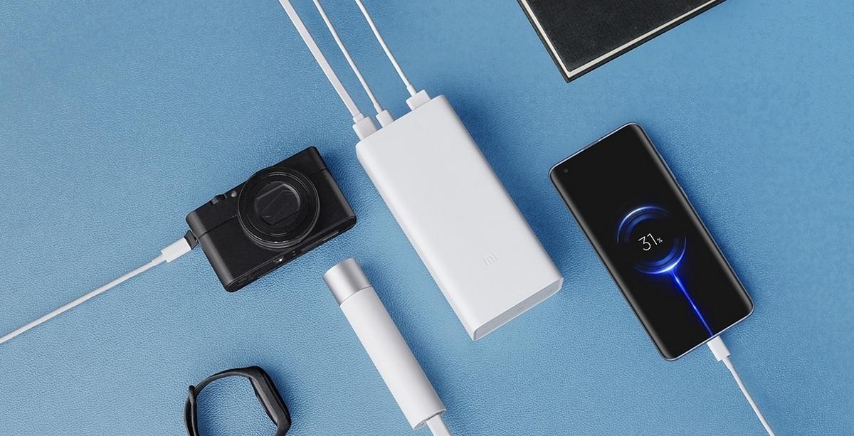 Портативный аккумулятор Xiaomi MiPower Bank 3 емкостью 30000 мАч стоит 1700 рублей