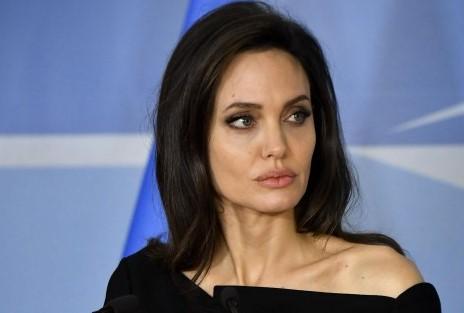 Анджелина Джоли: «8марта думала оженщинах Афганистана»