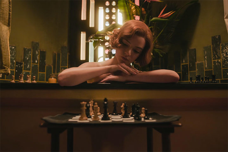 «Бет играет вшахматы сБогом». Странные, нонеожиданно интересные теории фанатов о«Ходе королевы»