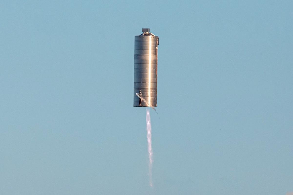 Прототип ракеты SpaceX Starship для полетов наМарс совершил успешный взлет иприземление
