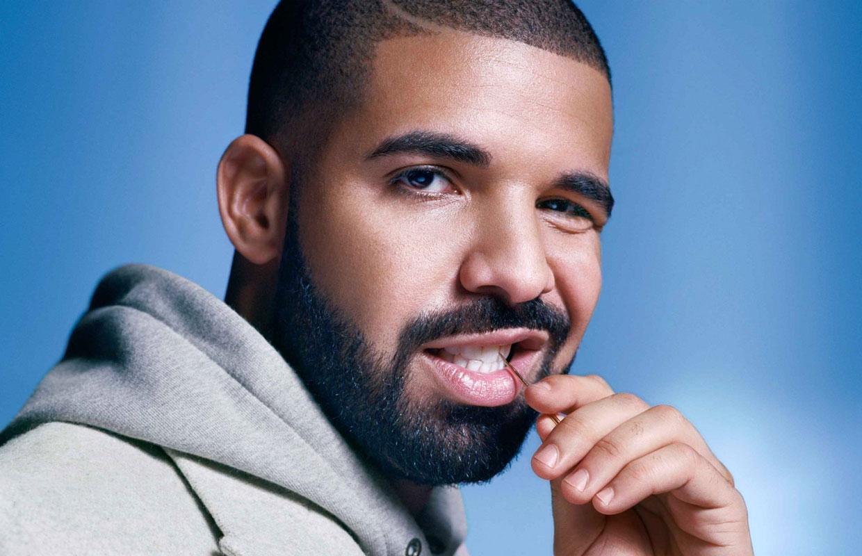 Названы топ-10 самых популярных песен, исполнителей имодных веяний десятилетия