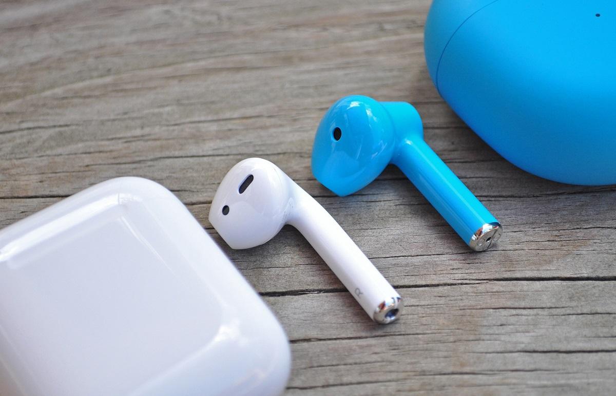 Таможня США увидела внаушниках OnePlus Buds поддельные Apple AirPods иконфисковала всю партию