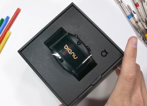 Смартфон-браслет Nubia Alpha успешно прошел тесты напрочность