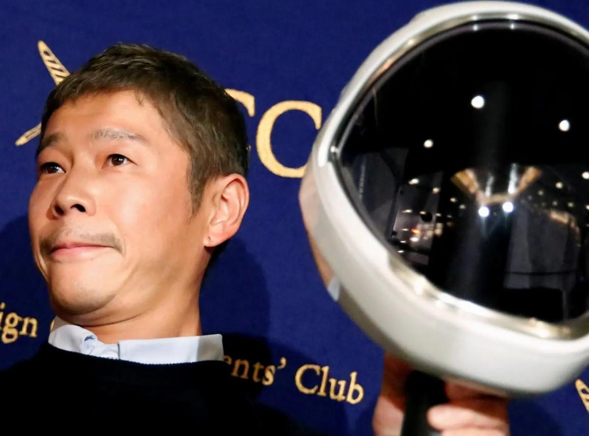 Японский миллиардер ищет спутницу для полета наЛуну. Онполучил 20000 заявок