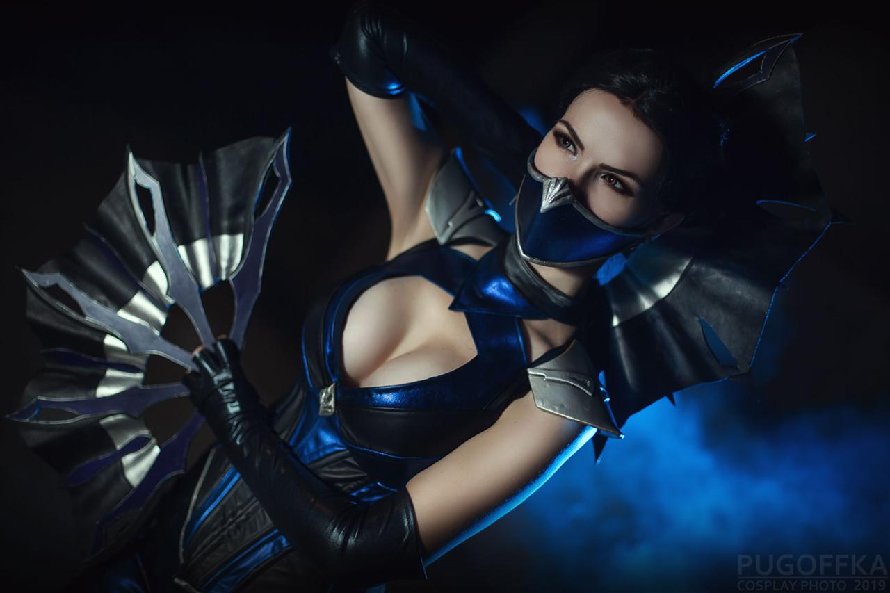 Россиянка сделала косплей на Китану и Милину из Mortal Kombat