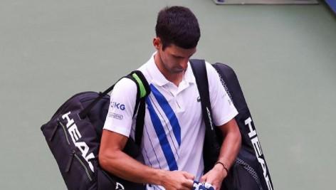 Главного теннисиста мира дисквалифицировали. Онслучайно попал мячом всудью