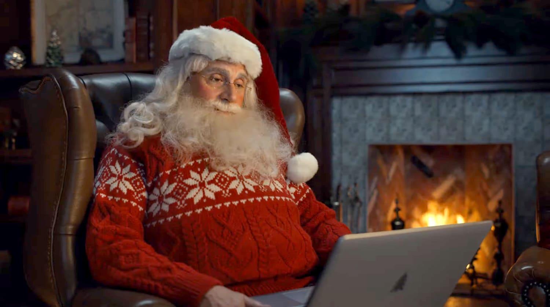 Креативные эльфы иСтив Карелл вроли Санты. Это крутая рождественская реклама