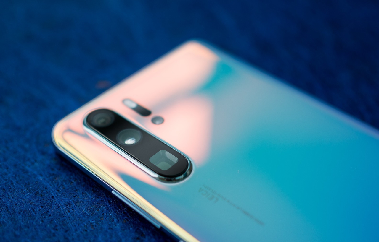 Huawei P40 получит первый графеновый аккумулятор вмире. Онзаряжается впять раз быстрее обычного