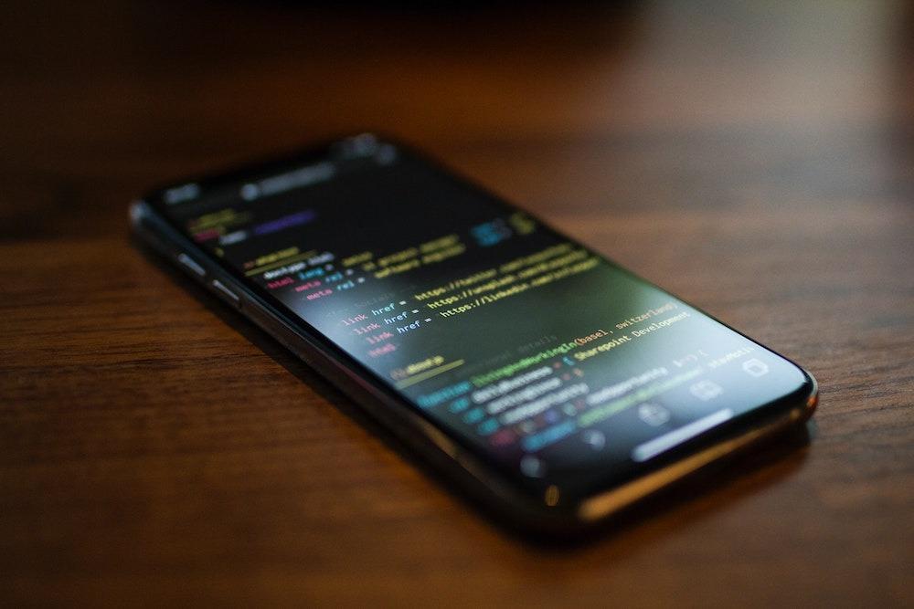 Хакеры уже взломали iOS14. Финальную версию джейлбрейка обещают осенью