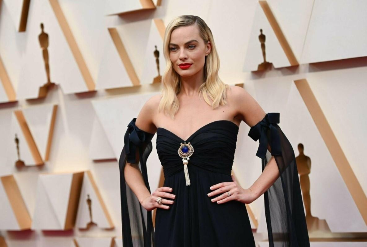 Киану Ривз смамой иМарго Робби: фото сковровой дорожки «Оскар-2020»