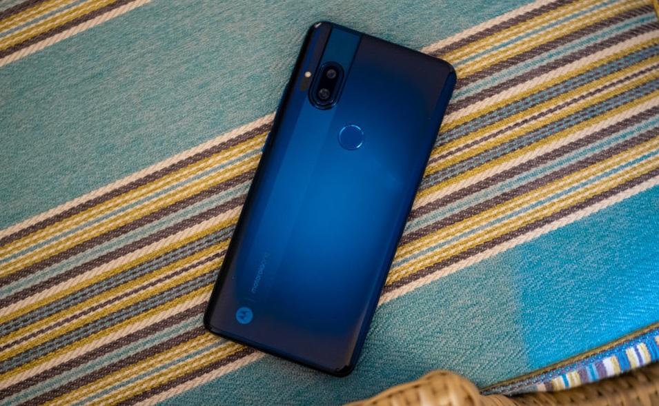 Представлен Motorola One Hyper— смартфон свыдвижной камерой для любителей селфи
