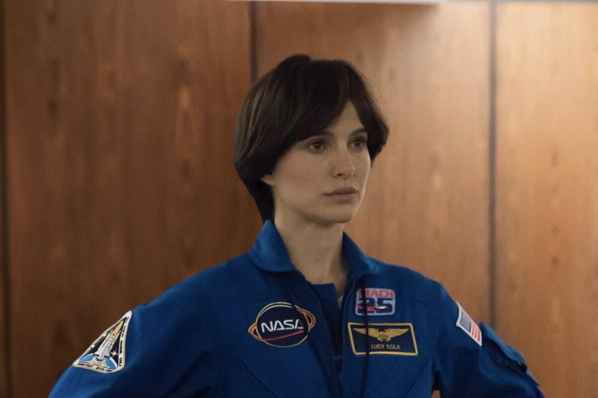 Космос сводит Натали Портман сума вновом трейлере драмы «Бледная синяя точка»