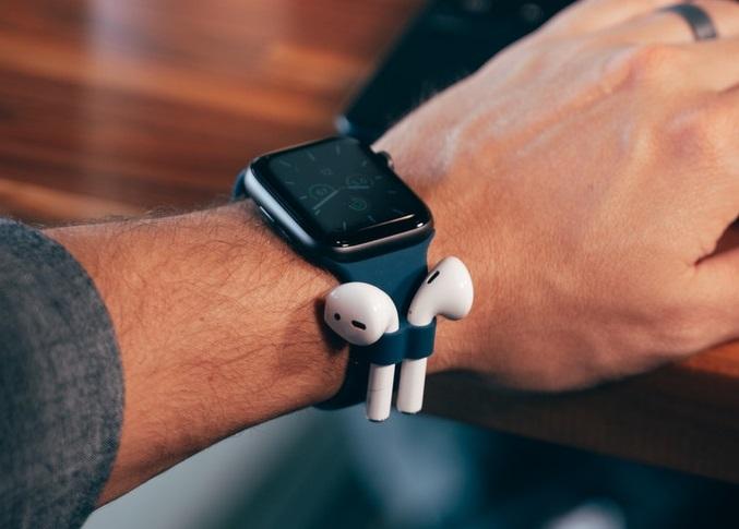 Эффектно, нобессмысленно: ремешок AirBand для Apple Watch получил крепления для AirPods
