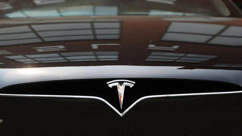 Песня Лютика и крики козла: обновление Tesla добавило новые гудки